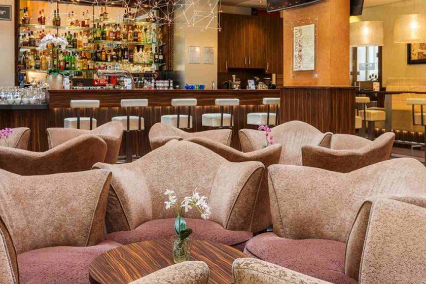 Ben auto hotels lobby bar